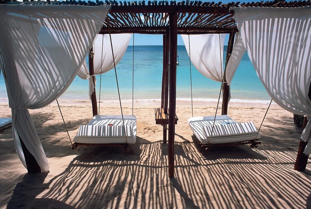 Egzotikus utak, tengerparti esküvő, nászút, fehér homokos tengerpart, egzotikus pihenés - Dominikai Köztársaság
