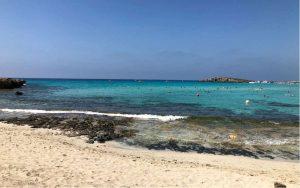 Homokos tengerpart, Nissi Beach, Ciprus
