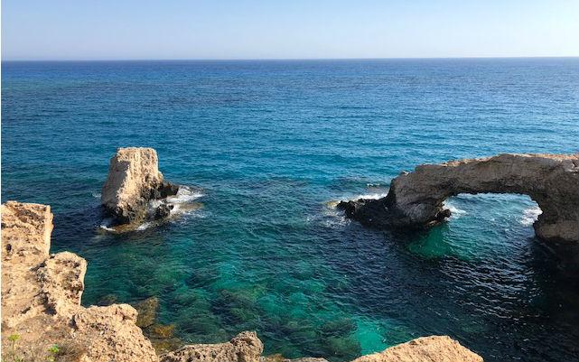 Ciprus nyaralás | Tengerparti esküvő | Nászútzerelem hídja